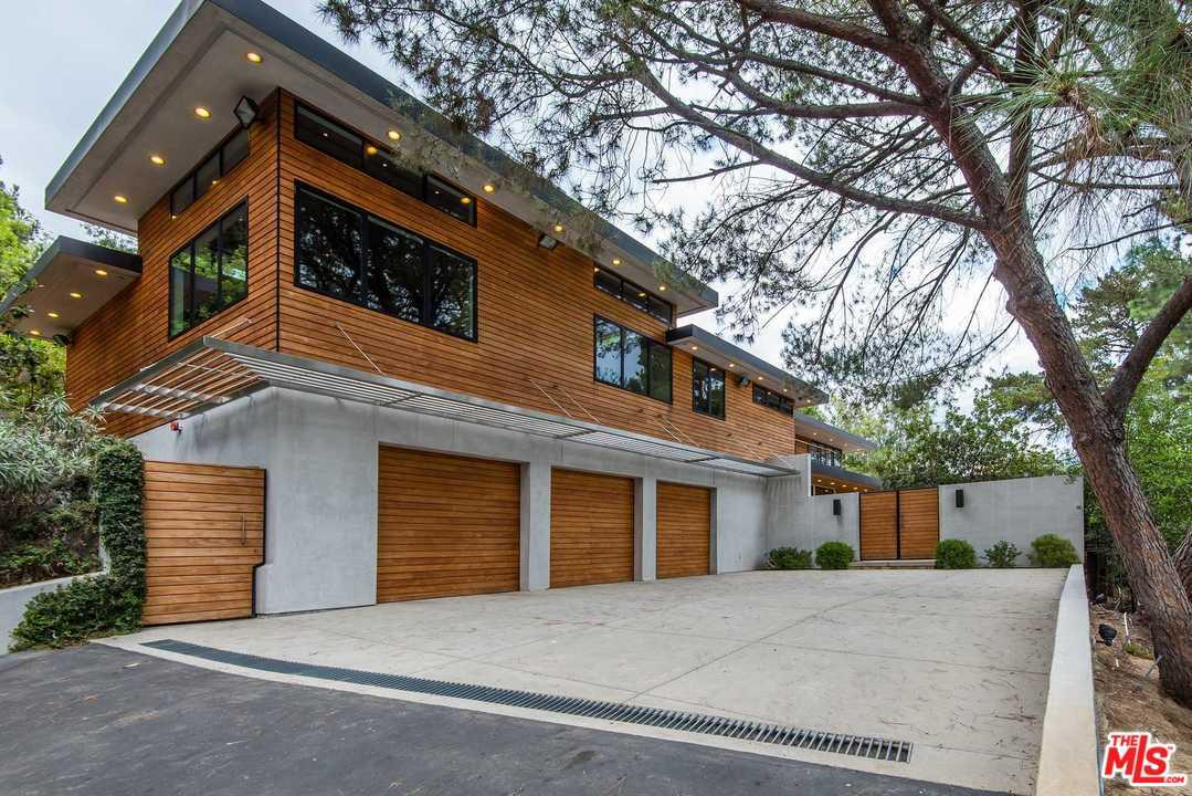 Photo of 15501 MILLDALE Drive, Los Angeles, CA 90077