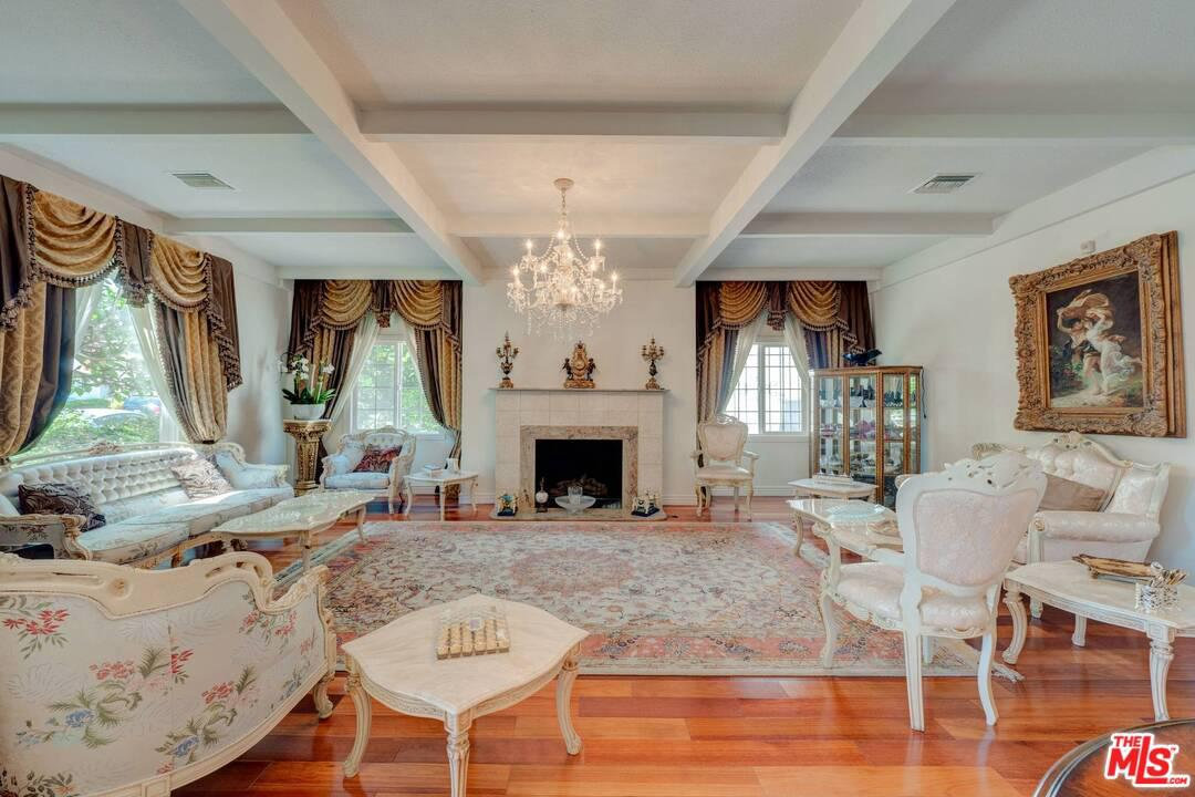 Photo of 138 North DOHENY Drive, Beverly Hills, CA 90211