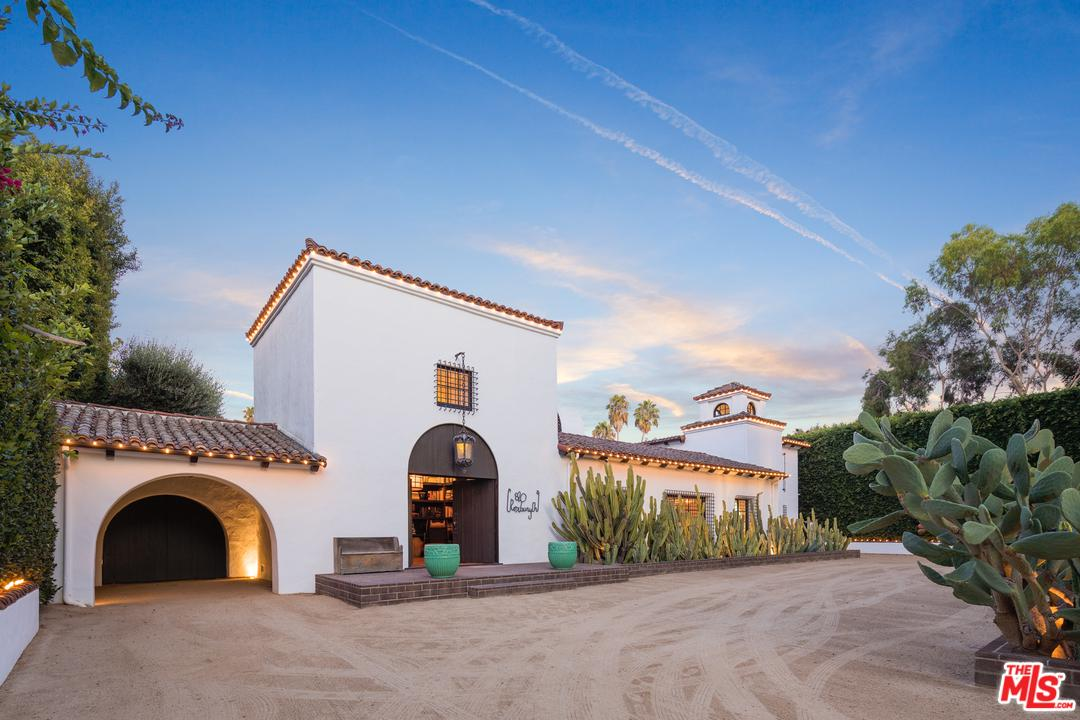 Photo of 820 North ROXBURY Drive, Beverly Hills, CA 90210