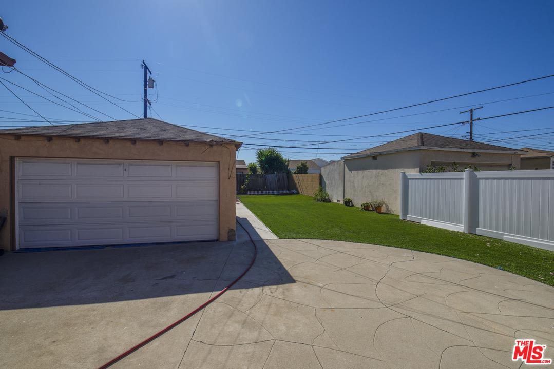 Photo of 2571 WALLINGFORD Drive, Beverly Hills, CA 90210