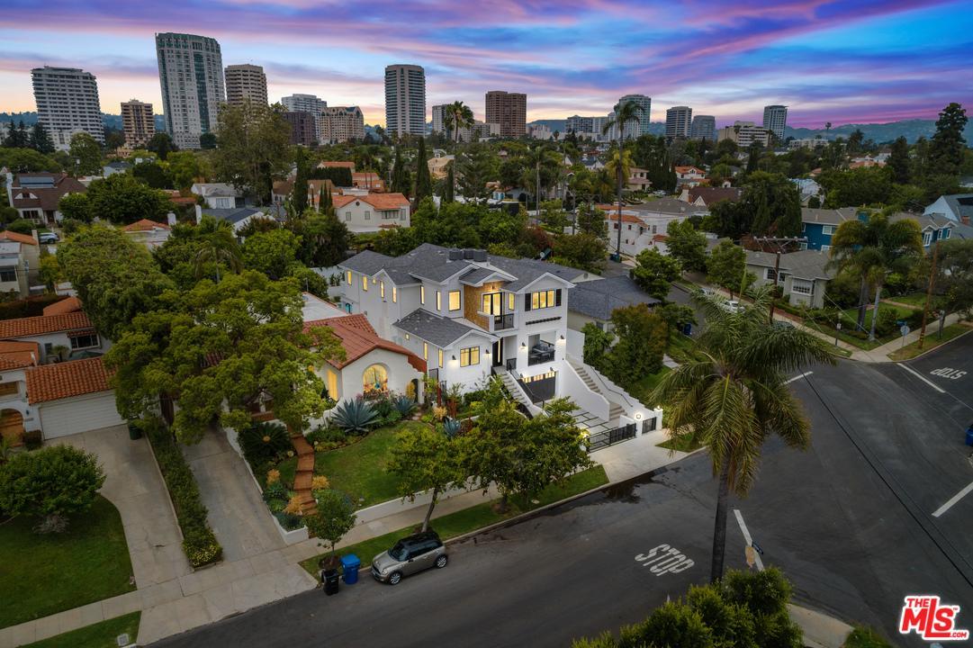 Photo of 10555 HOLMAN Avenue, Los Angeles, CA 90024