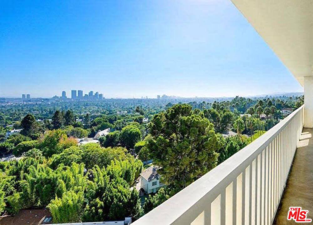 Photo of 9255 DOHENY Road #1004, West Hollywood, CA 90069