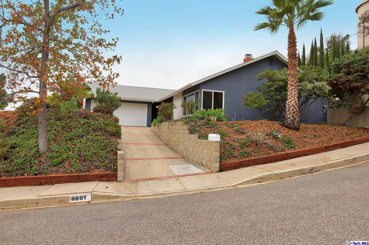 9601 CRYSTAL VIEW Drive