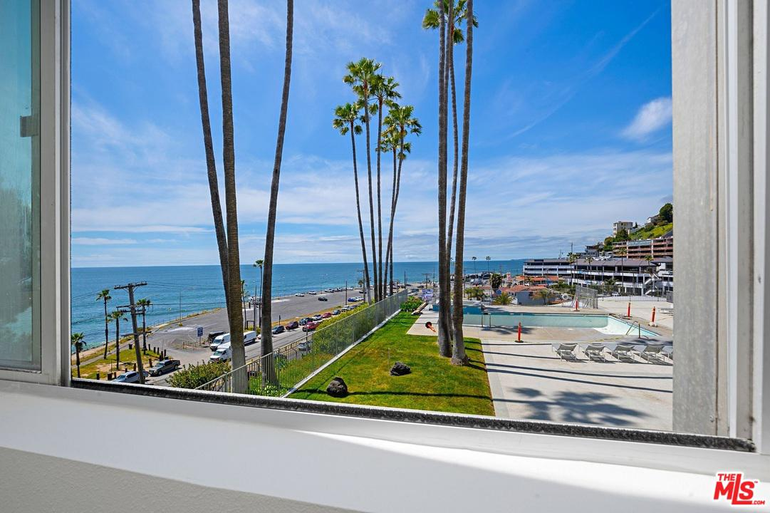Property for sale at 17366 W SUNSET BLVD #105, Pacific Palisades,  California 90272