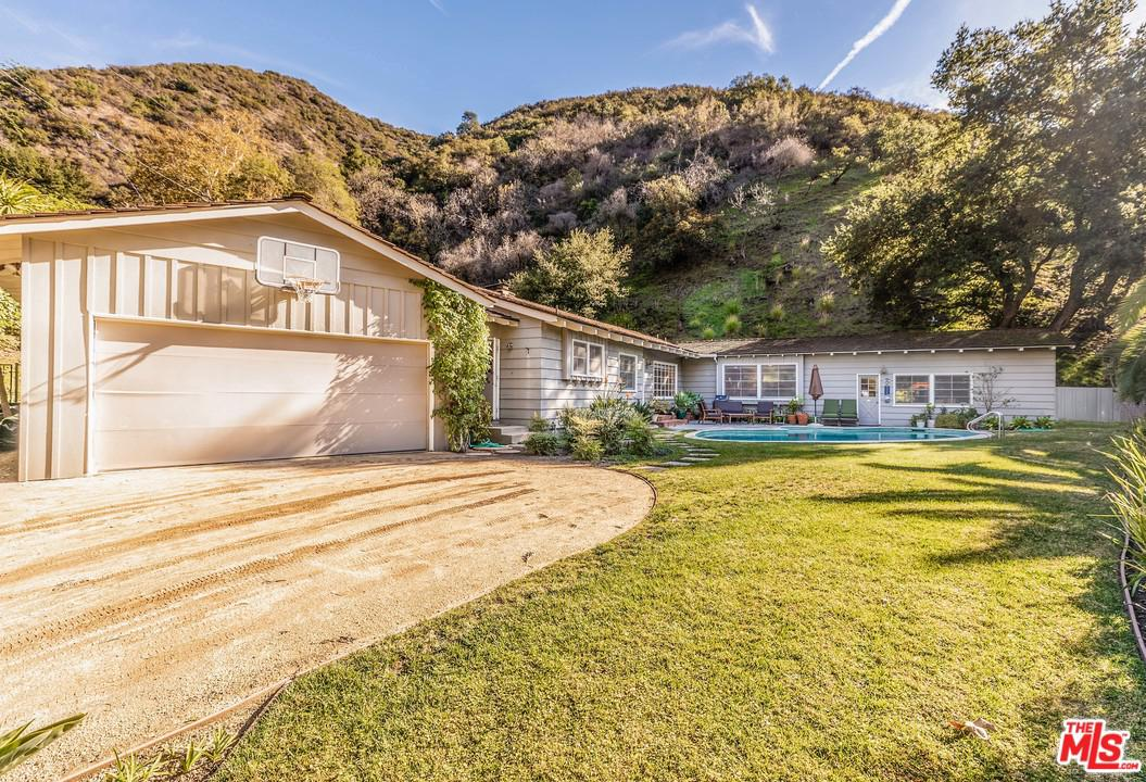 Photo of 2940 MANDEVILLE CANYON RD, Los Angeles, CA 90049