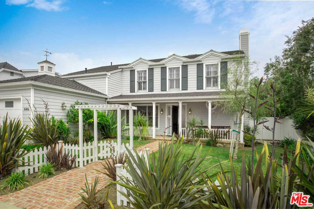 Photo of 686 HAMPDEN PL, Pacific Palisades, CA 90272
