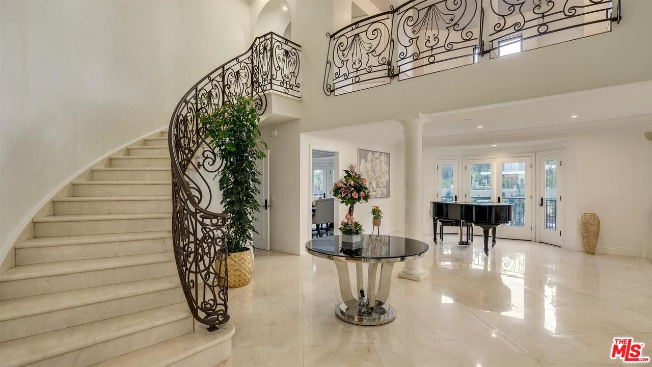 1351 Tower Grove Drive Beverly Hills Ca 90210 Sotheby
