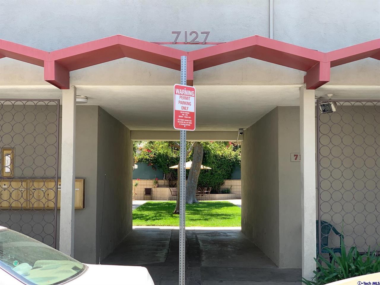 Photo of 7127 NORTH COLDWATER CANYON AVENUE #4, North Hollywood, CA 91605