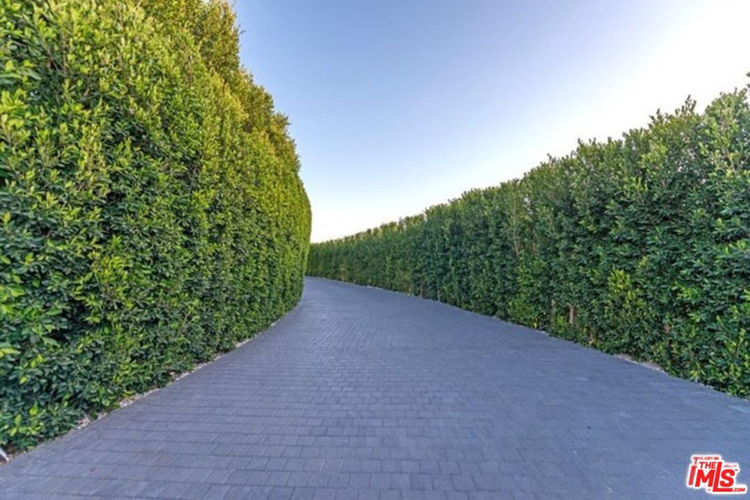 2571 WALLINGFORD Drive Beverly Hills, CA 90210