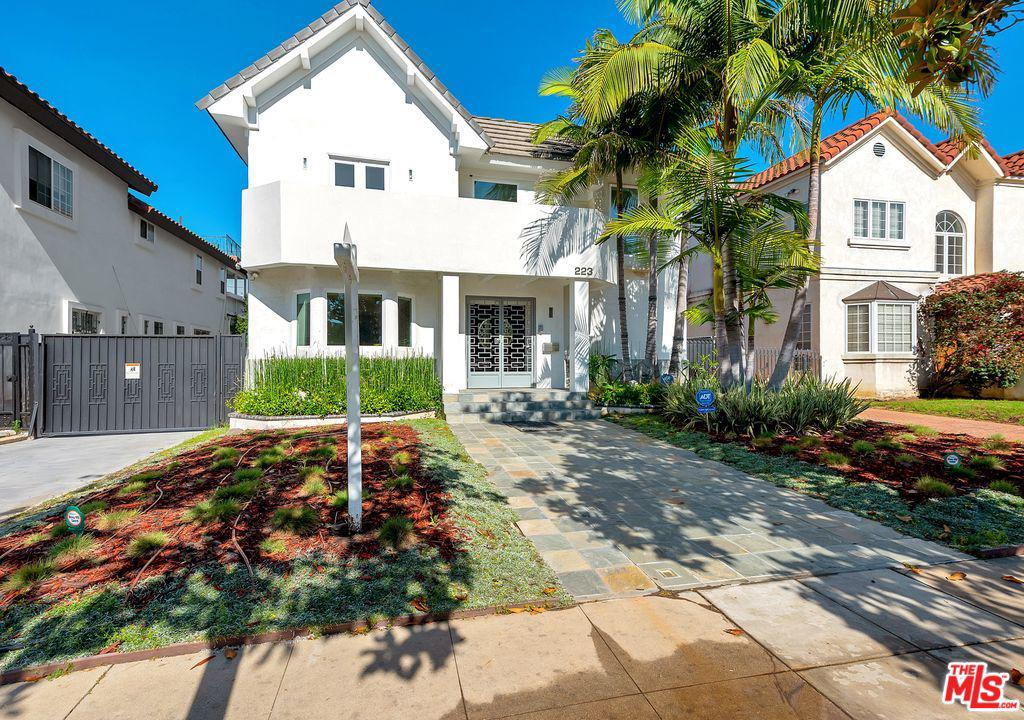 Photo of 223 N LUCERNE BLVD, Los Angeles, CA 90004