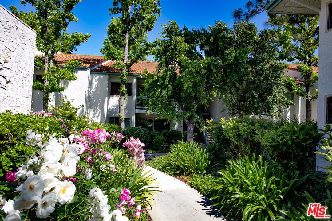 Photo of 23663 PARK CAPRI, Calabasas, CA 91302