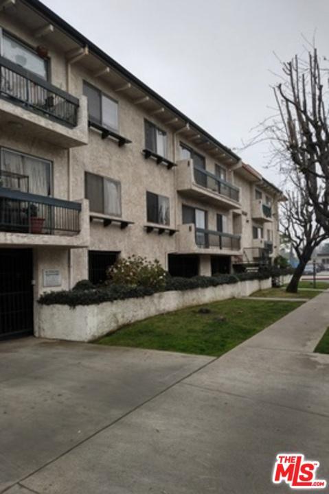 Photo of 14560 CLARK ST, Sherman Oaks, CA 91411