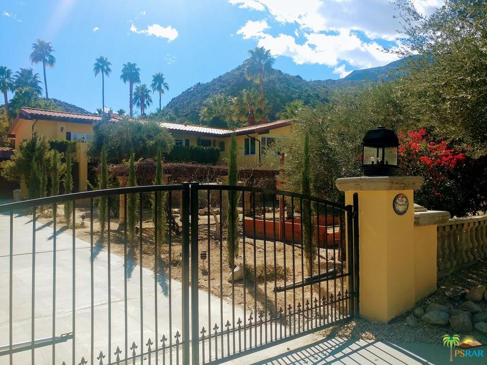 Photo of 213 W CAMINO DESCANSO, Palm Springs, CA 92264