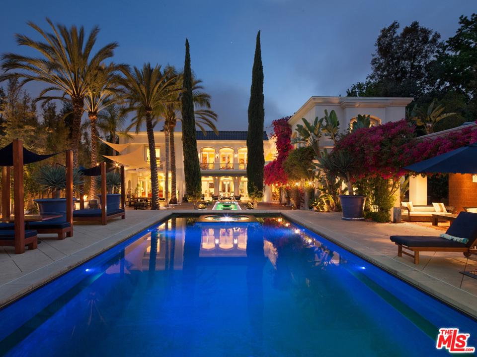 Photo of 810 N REXFORD DR, Beverly Hills, CA 90210