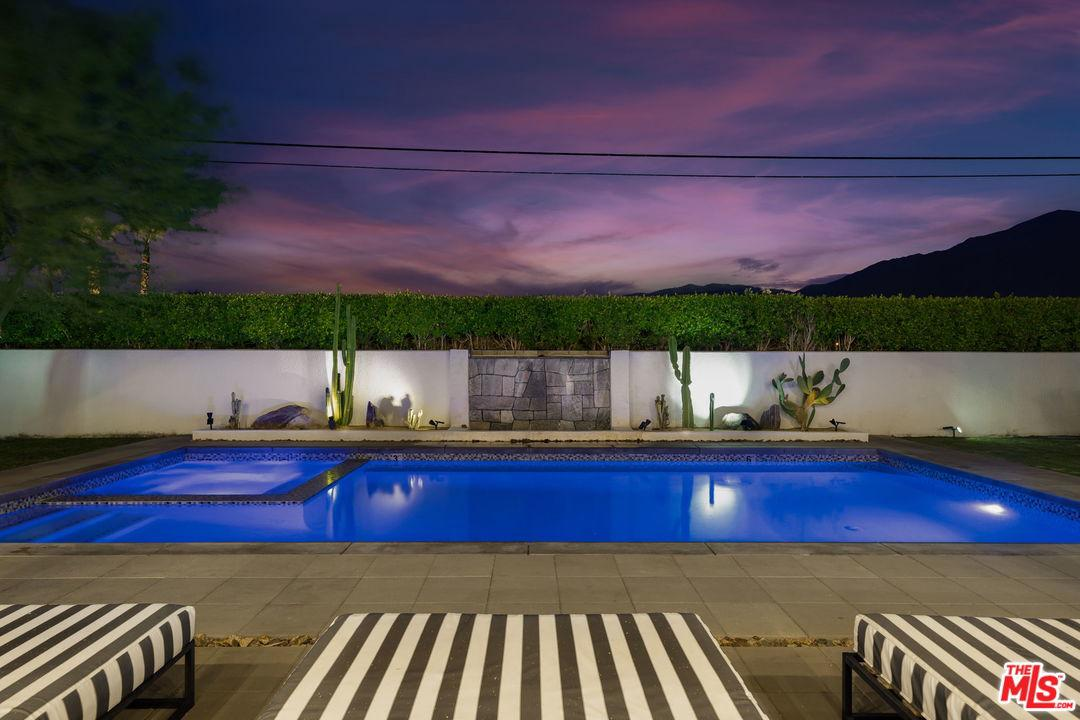 Photo of 505 N CAMINO REAL, Palm Springs, CA 92262