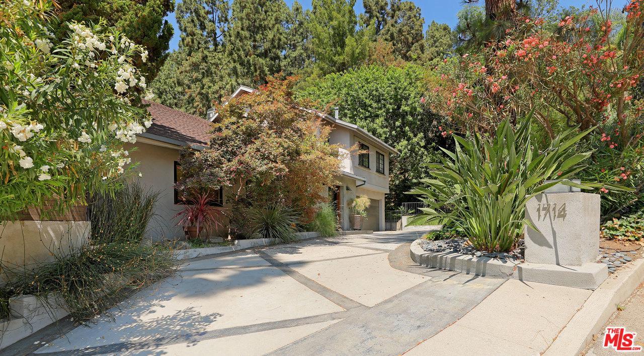 Photo of 1714 FERRARI DR, Beverly Hills, CA 90210