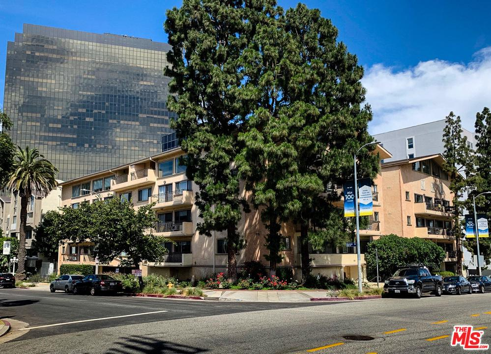 Photo of 1154 S BARRINGTON AVE, Los Angeles, CA 90049