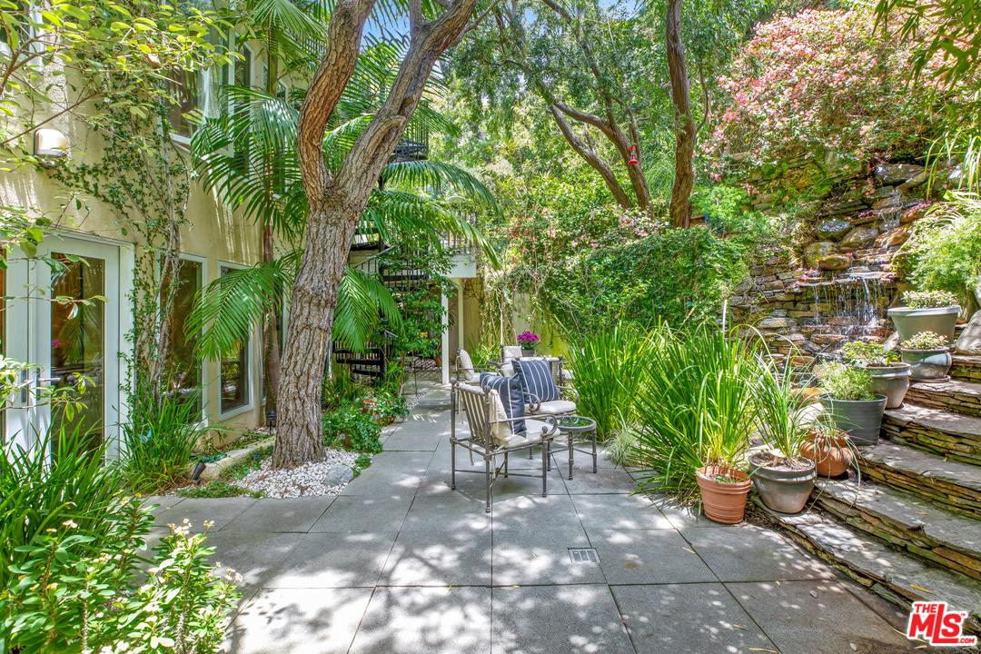 Photo of 896 N BEVERLY GLEN, Bel Air, CA 90077