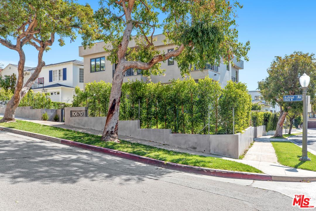 Photo of 10670 ASHTON AVE, Los Angeles, CA 90024
