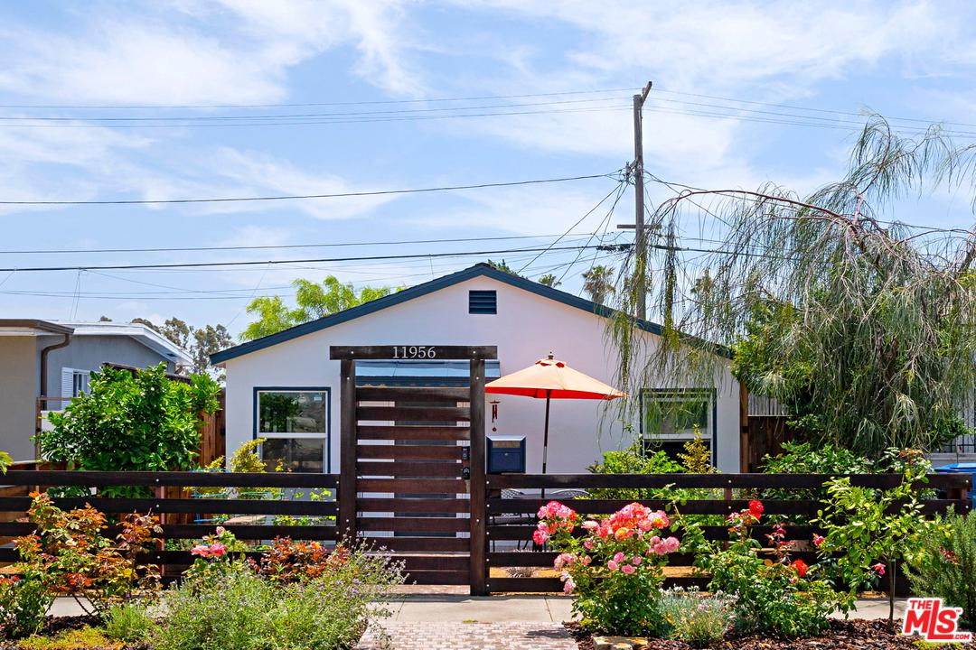 Photo of 11956 CULVER DR, Culver City, CA 90230