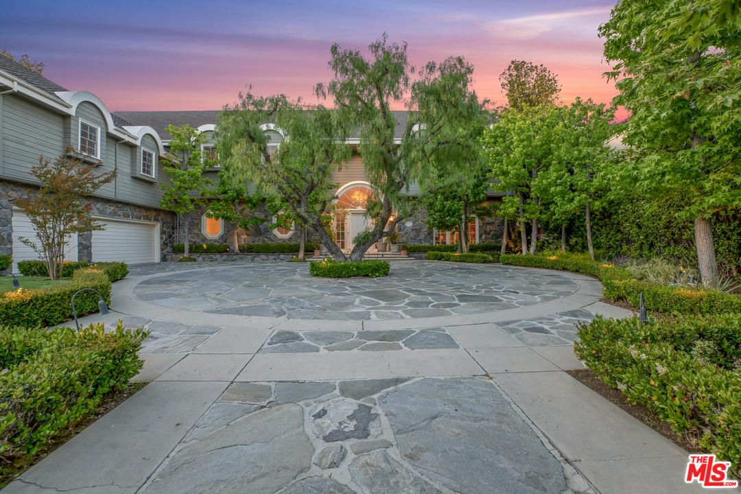 Photo of 3378 STONE RIDGE LN, Los Angeles, CA 90077