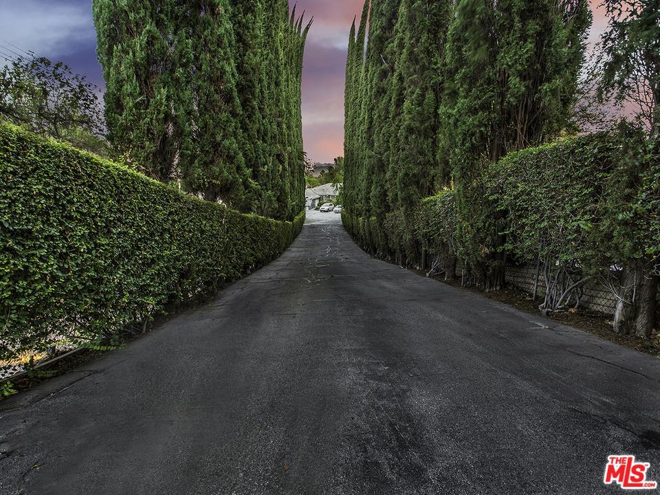 4844 BREWSTER Drive, Tarzana, CA 91356