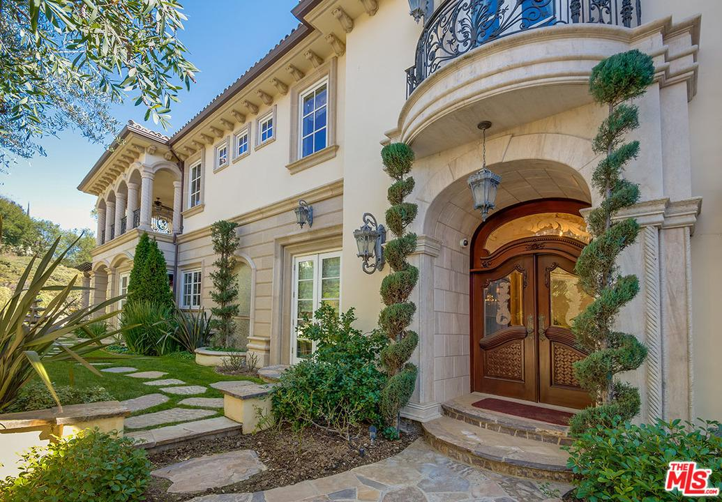 Photo of 2680 BOWMONT DR, Beverly Hills, CA 90210