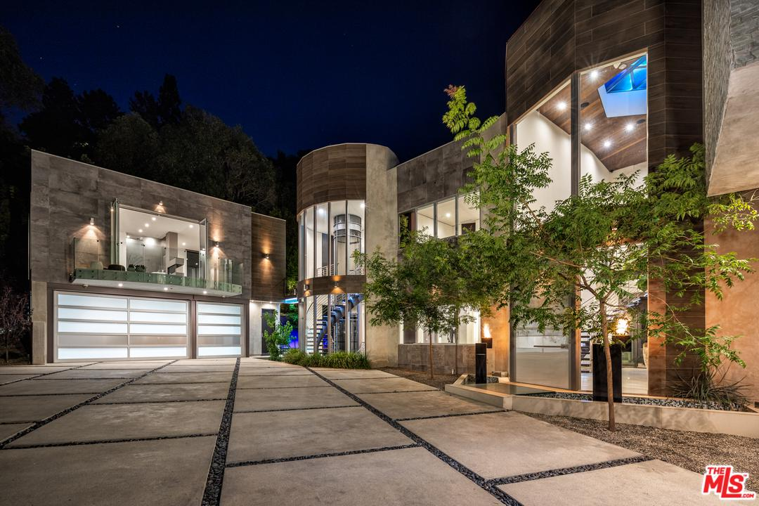 Photo of 1006 CHANTILLY RD, Los Angeles, CA 90077