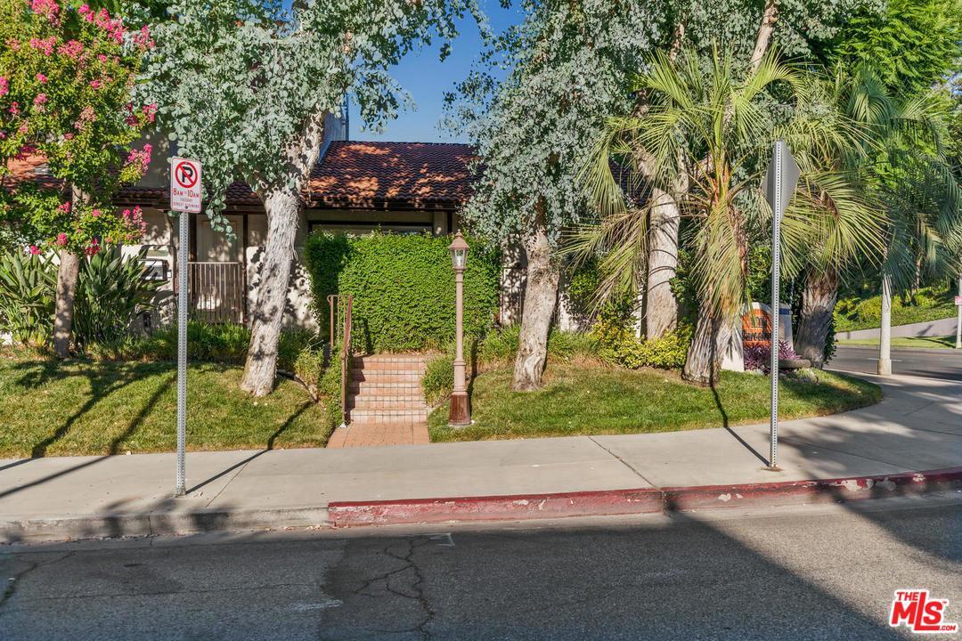 Photo of 6200 NITA AVE, Woodland Hills, CA 91367