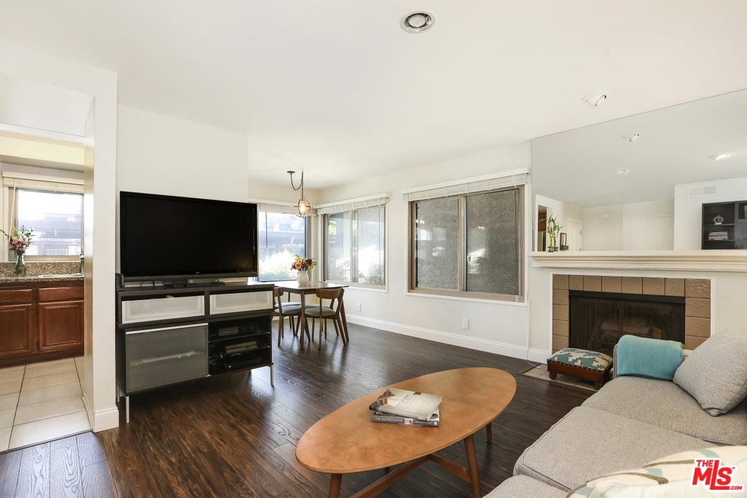 Photo of 6716 CLYBOURN AVE, North Hollywood, CA 91606