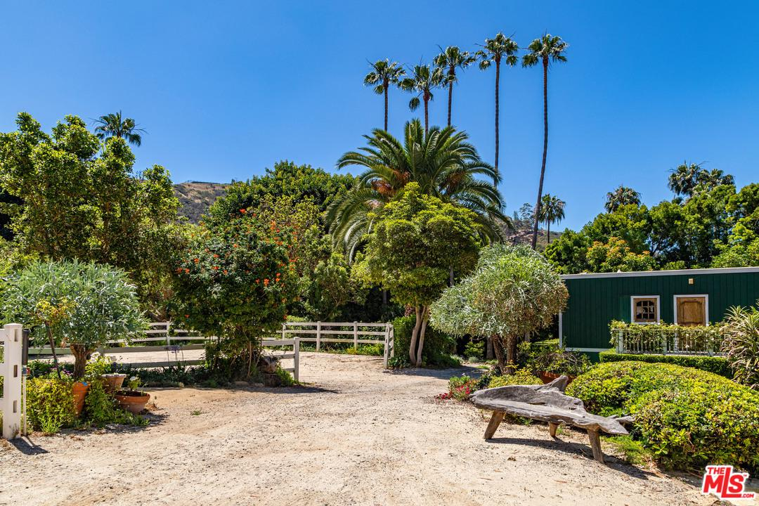 3250 SERRA Road Malibu, CA 90265