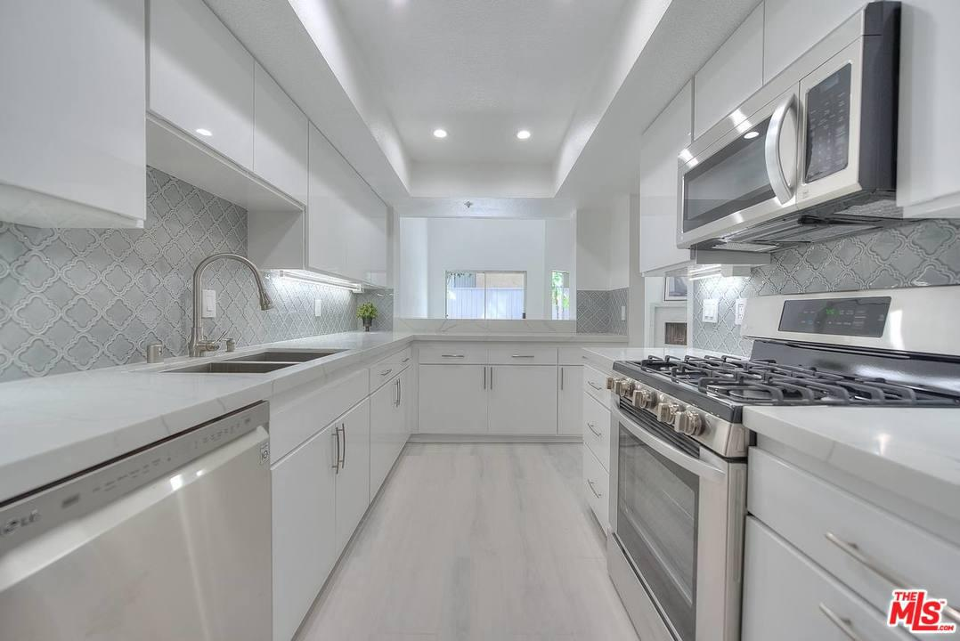Photo of 1222 N KINGS RD, West Hollywood, CA 90069