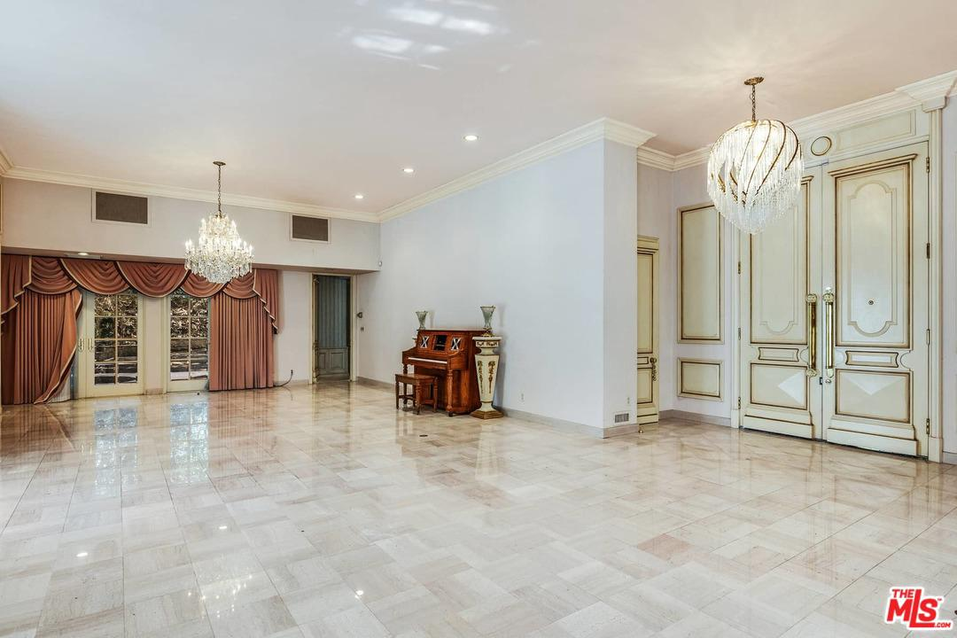 1195 TOWER GROVE Drive Beverly Hills, CA 90210
