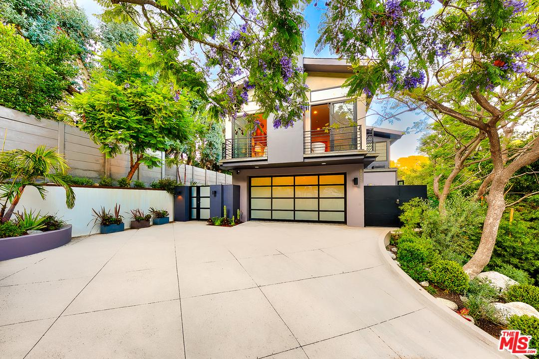 Photo of 9621 ROYALTON Drive, Beverly Hills, CA 90210