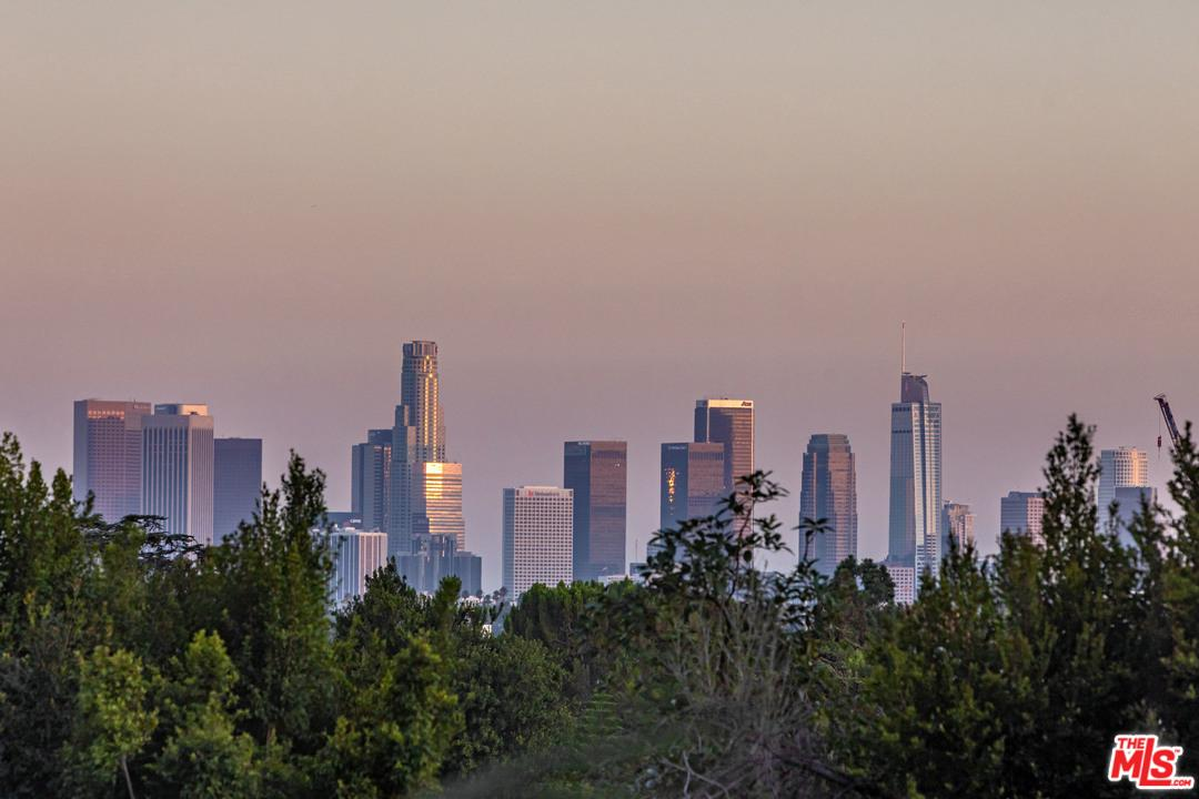 2300 North EDGEMONT Street Los Angeles (City), CA 90027
