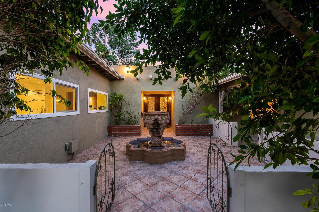 Photo of 23244 BIGLER STREET, Woodland Hills, CA 91367