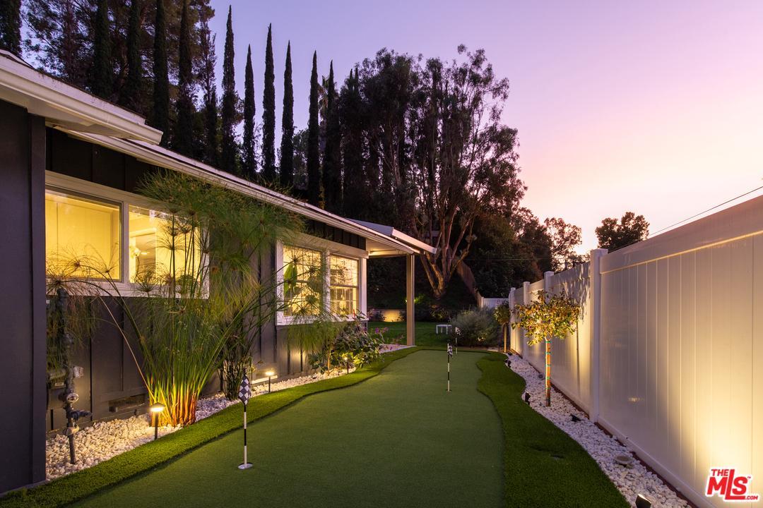 Photo of 9476 HIDDEN VALLEY PL, Beverly Hills, CA 90210