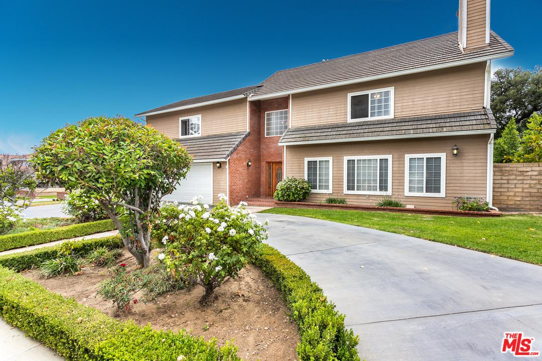 Photo of 23930 EAGLE MOUNTAIN ST, West Hills, CA 91304
