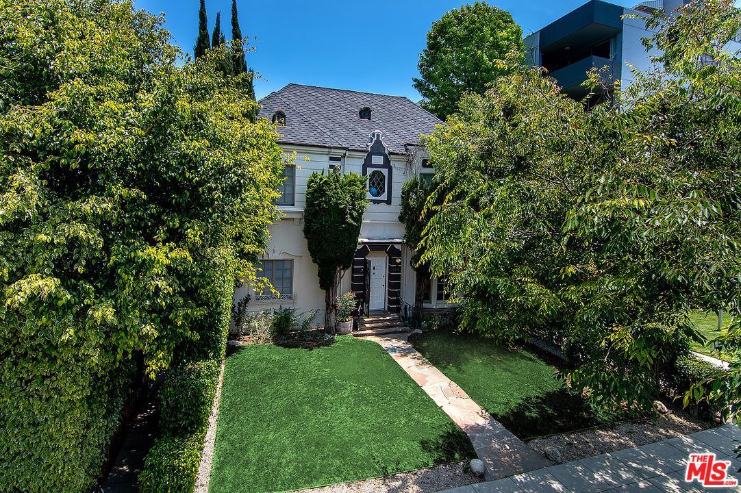 Photo of 460 South ROXBURY Drive #1/2, Beverly Hills, CA 90212