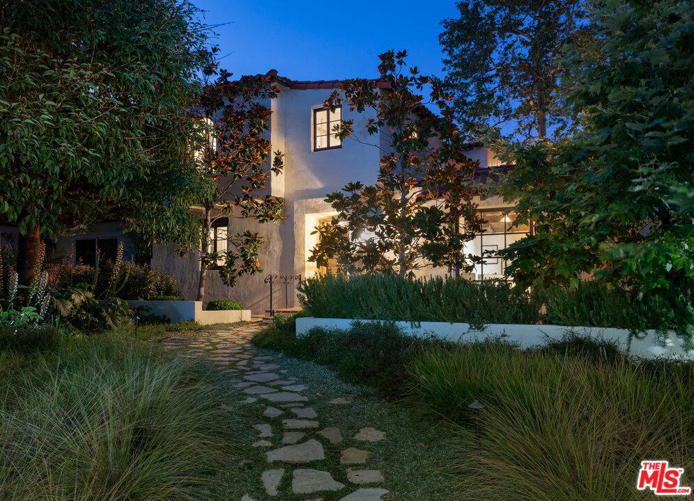 Photo of 1607 CARLYLE Avenue, Santa Monica, CA 90402