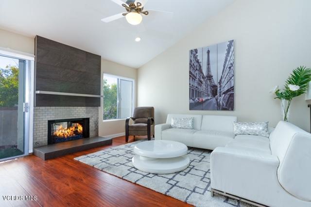 Photo of 615 HOLLYBURNE Lane, Thousand Oaks, CA 91360