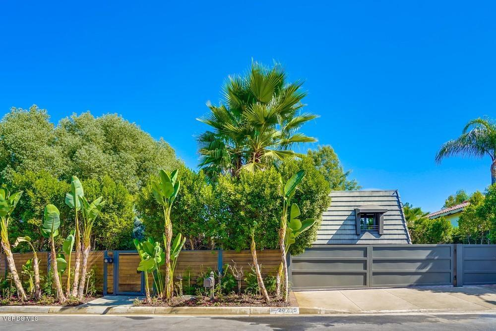 Photo of 20715 DEFOREST Street, Woodland Hills, CA 91364