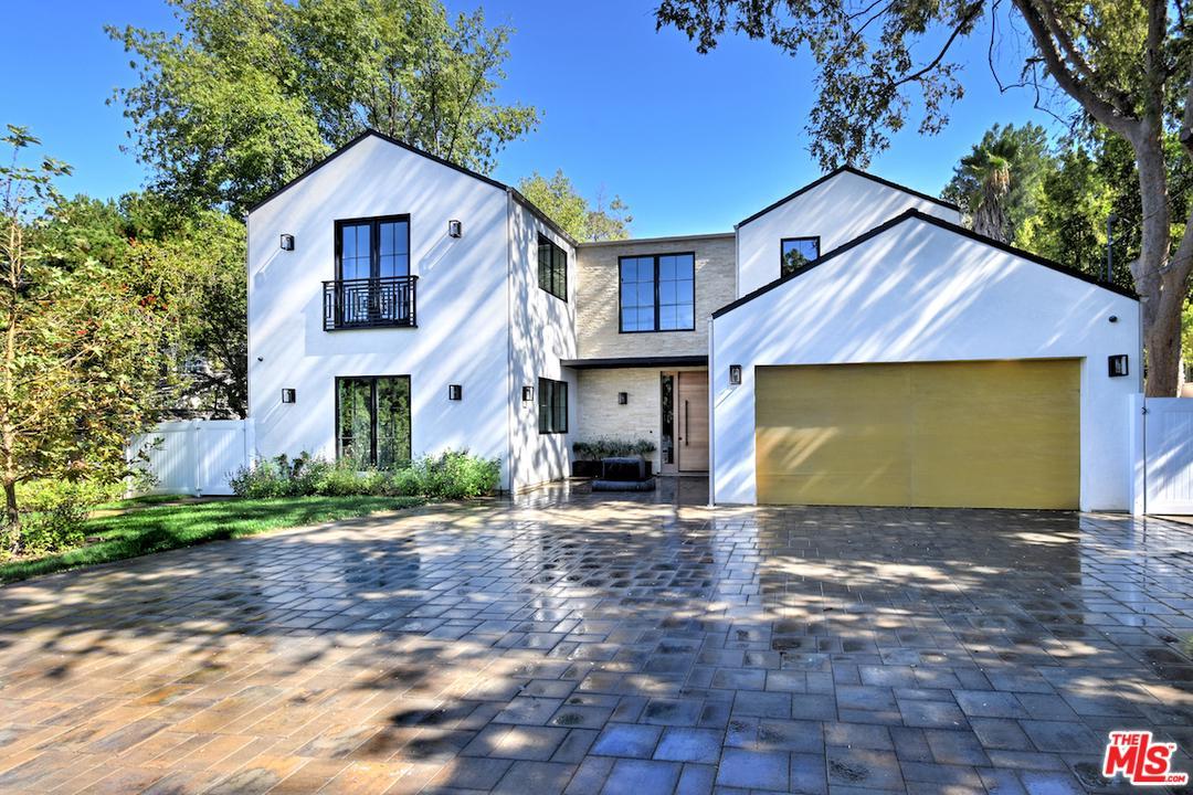 Photo of 5266 VANALDEN Avenue, Tarzana, CA 91356