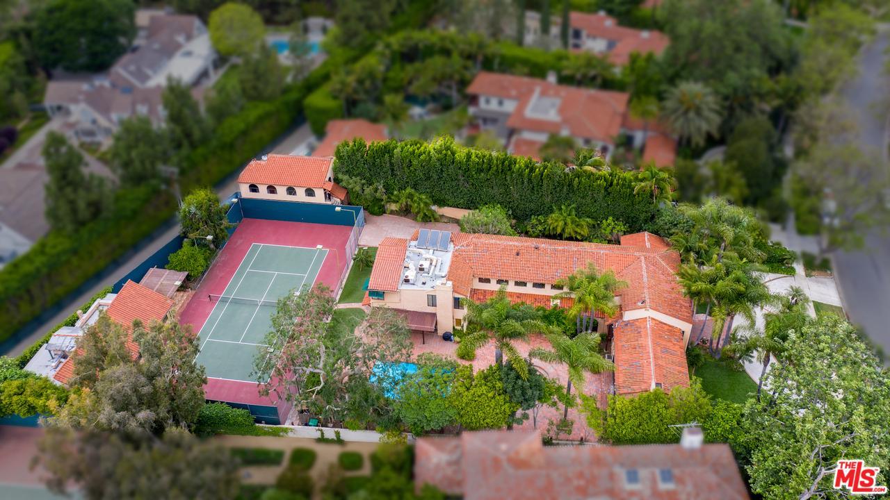Photo of 1011 North ROXBURY Drive, Beverly Hills, CA 90210