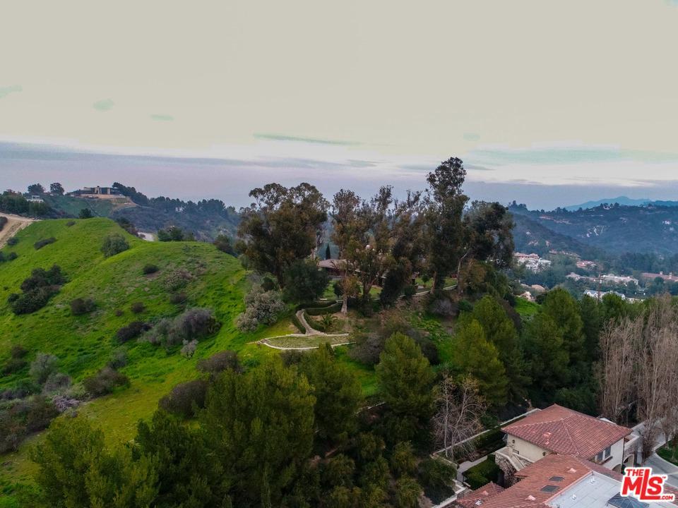 Photo of 2601 SUMMITRIDGE Drive, Beverly Hills, CA 90210